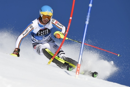 Germany's Felix Neureuther competes in the first run of the Men's Slalom at the FIS Alpine Skiing World Cup finals in St Moritz on March 20, 2016.  AFP PHOTO / FABRICE COFFRINI / AFP PHOTO / Fabrice COFFRINI